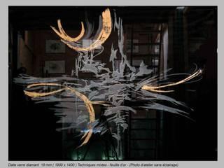 Panneau séparatif en verre: Salon de style  par christian herry sculpture verre, Moderne