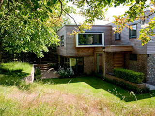 Extended and re-invented 1970's residence Nowoczesne domy od Gail Race Interiors Nowoczesny