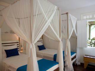 Residência Praia do Espelho - Trancoso/BA:  tropical por Renata Romeiro Interiores,Tropical