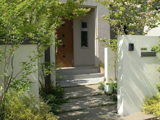 ナチュラル&モダンな庭: 設計工房ひなたぼこが手掛けた庭です。