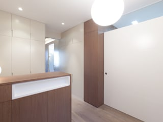 4+1 arquitectes Pasillos, vestíbulos y escaleras de estilo moderno