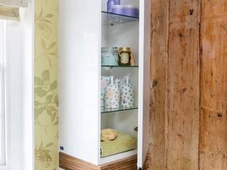 Bathroom Cupboard Workshop Interiors Banheiros clássicos