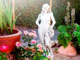 Figura para jardín.:  de estilo  de Piedra Artificial Balaustres Martinez