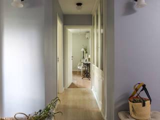Classic style corridor, hallway and stairs by Tatiana Ivanova Design Classic