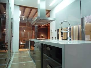 Reforma integral casa de pueblo Cocinas de estilo moderno de Aris & Paco Camús Moderno