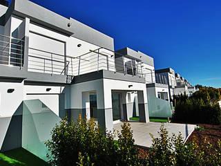 Vista frontal: Casas de estilo moderno de Mellini Internacional, S.L.