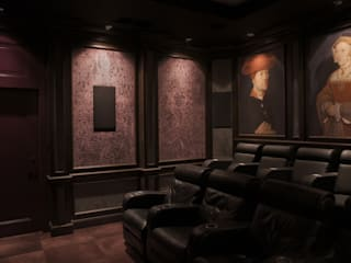 Classic style media room by SAFRANOW Classic