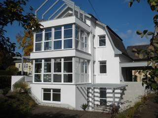 Zweigeschoßiger Wintergarten mit Dachterrasse:   von Architekturbüro Eberhardt