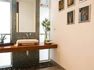 Privada El Secreto: Baños de estilo  por Ancona + Ancona Arquitectos