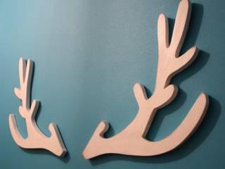trophée de tête de cerf blanc patiné style scandinave:  de style  par Mylittledecor