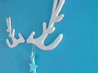 trophée tête de cerf blanc patiné style scandinave:  de style  par Mylittledecor