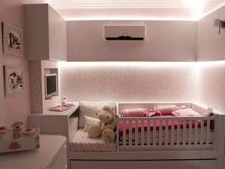 Dormitório Bebê E&A.S: Quarto infantil  por Kali Arquitetura,