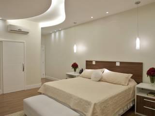 Camera da letto in stile  di Arquiteto Aquiles Nícolas Kílaris