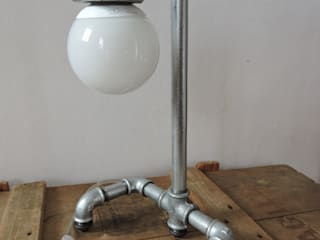 Lampe galva (tuyau de plomberie) par marceline Industriel