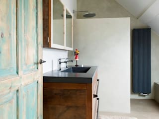 Badkamermeubel oud eikenhout:  Badkamer door RestyleXL