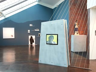 """Ausstellung """"von hier nach dort"""" Voegele Kultur Zentrum Moderner Multimedia-Raum von Daniel Hunziker Design Works Modern"""
