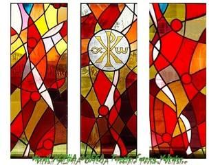 Vitrail Alpha Omega - Temple de Ferney Voltaire: Lieux d'événements de style  par Atelier du vitrail Monique Copel
