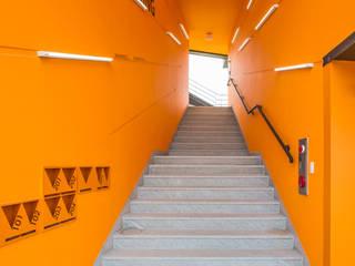 Moderne gangen, hallen & trappenhuizen van JYA-RCHITECTS Modern