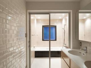 Modern bathroom by 伊藤一郎建築設計事務所 Modern