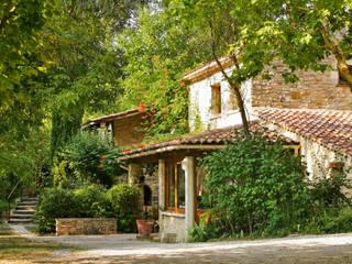 la cabane dans les arbres: Maisons de style de stile Rural par Les maisons de chante oiseau