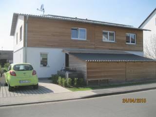 Kostengünstige Doppelhaushälften mit Plusenergie-Niveau:  Häuser von Planungsbüro Clobes GmbH