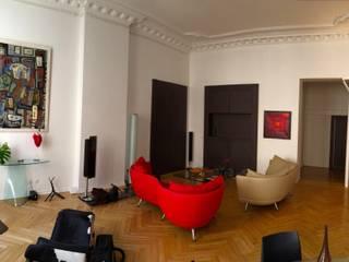 Maison contemporaine Salle multimédia moderne par LA BELLE HISTOIRE Moderne
