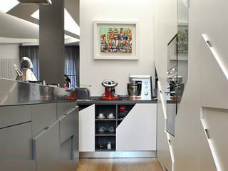 CASA GL13: Cucina in stile in stile Moderno di CORFONE + PARTNERS studios for urban architecture