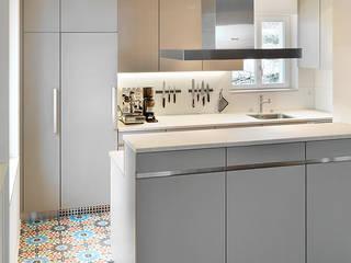 Küche, Küsnacht: moderne Küche von Architekturbüro Urs Esposito