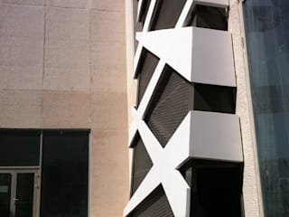 Centres commerciaux modernes par ÖZEL PROJE ÇÖZÜMLERİ ÜRETİMİ MİMARLIK SANAYİ VE TİCARET LTD ŞTİ Moderne