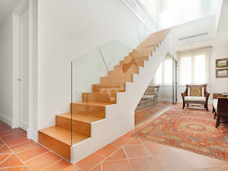 Serrano Suñer Arquitectura Classic style corridor, hallway and stairs