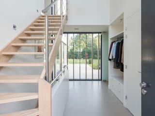 Modern Corridor, Hallway and Staircase by Architect2GO Modern