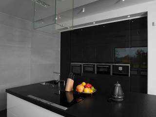 Minimalism interior - architectural concrete slabs on wall Minimalist kitchen by Luxum Minimalist