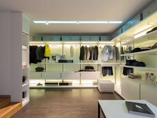 apartment V-21 VALENTIROV&PARTNERS Walk in closets de estilo minimalista