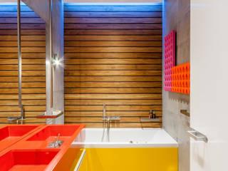 Projekty,  Łazienka zaprojektowane przez VALENTIROV&PARTNERS