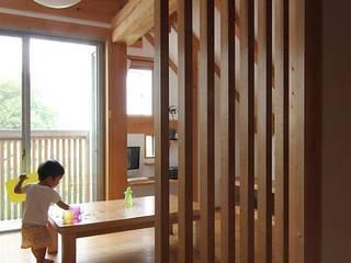 牛山の小さな家: 永井政光建築設計事務所が手掛けたリビングです。