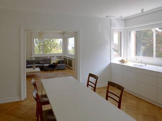 Umbau eines Mehrfamilienhauses aus den 30er Jahren in Luzern:  Küche von Gut Deubelbeiss Architekten AG