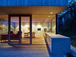 Wohnen im Grünen design.s Richard Stanzel e. K. Minimalistische Häuser