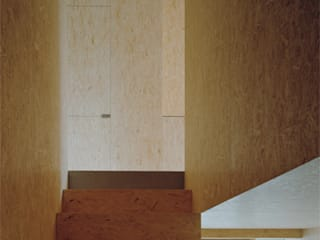 Neubau Doppeleinfamilienhaus :  Flur & Diele von Gut Deubelbeiss Architekten AG