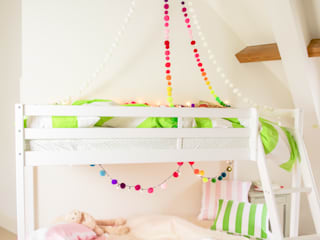 Kid's Bedroom Decoration di PomPom Galore Moderno