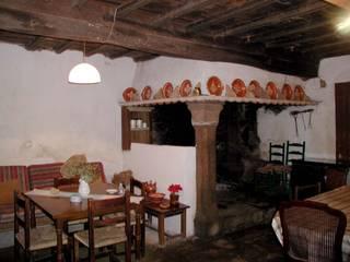 Cucina in stile In stile Country di Intra Arquitectos