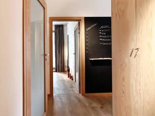 ARTEMIA DESIGN Modern corridor, hallway & stairs