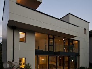Einfamilienhaus RH: moderne Häuser von Bürogemeinschaft Stauder