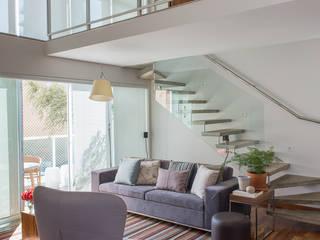Apartamento Duplex Salas de estar clássicas por GUSTAVO GARCIA ARQUITETURA E DESIGN Clássico
