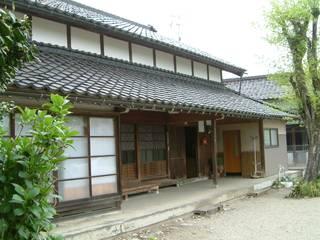 築100年の小矢部の散居村に建つ民家を再生: 杉江直樹設計室が手掛けたです。,