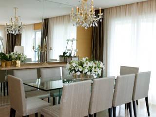 Sala da pranzo in stile in stile Classico di GUSTAVO GARCIA ARQUITETURA E DESIGN