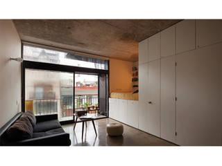 Ruang Keluarga Modern Oleh IR arquitectura Modern Kayu Wood effect