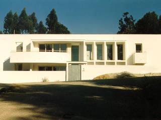 House in Monte da Virgem by José Melo Ferreira, Arquitecto Modern