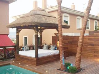 Cama balinesa o chill out Balcones y terrazas de estilo tropical de GRUPO ROMERAL Tropical