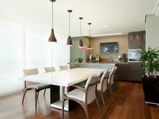 Liliana Zenaro Interiores Modern dining room