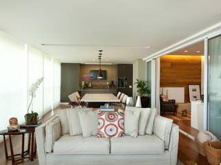 Apartamento no Alto da Lapa, São Paulo: Terraços  por Liliana Zenaro Interiores,